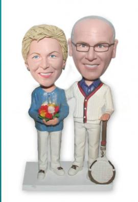 Couple with tennis racket cake toppers